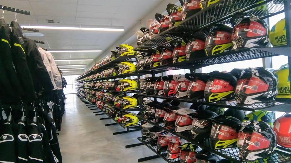 Motoshop Praha bundy a přilby